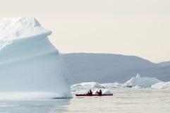 划皮船在北极 图库摄影