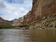 划皮船在峡谷 免版税库存图片