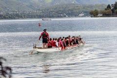 划皮船在日内瓦湖在阿讷西,法国 免版税库存照片