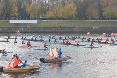 划皮船在河伏尔加河 免版税库存照片
