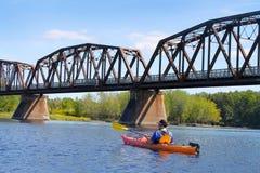 划皮船在河在弗雷德里克顿 库存图片