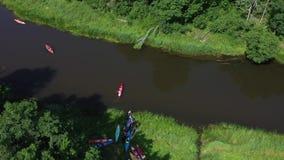 划皮船在河的一群人 影视素材