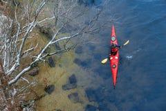 划皮船在河的冬天在乌克兰19 库存照片