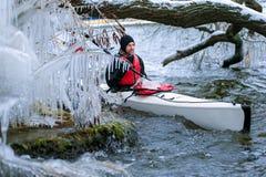 划皮船在河的冬天在乌克兰03 免版税图库摄影