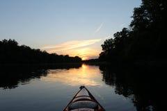 划皮船在Titabawassee河 免版税库存照片