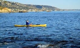 划皮船拉古纳海滩,加利福尼亚 免版税库存照片