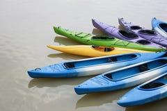 划皮船河 库存图片