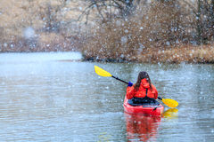 划皮船的冬天 库存照片