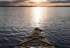 划皮船的日出 库存图片