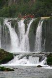 划皮船的河zrmanja 免版税库存照片