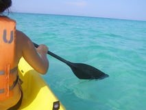 划皮船的海洋 免版税图库摄影