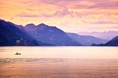 划皮船的湖 库存图片