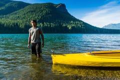 划皮船的湖 图库摄影