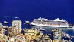 划线员和游艇在摩纳哥港口 库存图片