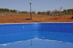 划线员新的池游泳 免版税库存照片