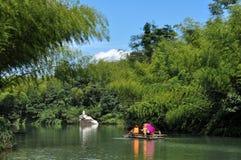 划船在竹森林里 图库摄影
