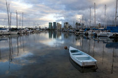 划艇在夏威夷小游艇船坞 免版税图库摄影