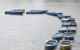划艇在chidorigafuchi公园的池塘 库存图片