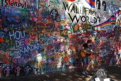 列侬墙壁,布拉格抵抗的标志 免版税库存图片