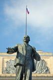 列宁纪念碑和俄国旗子,奥勒尔号,俄罗斯 免版税图库摄影