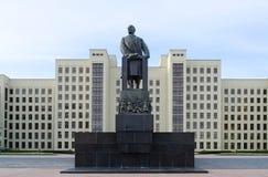 列宁纪念碑和香港礼宾府在米斯克,白俄罗斯 库存图片