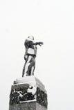 列宁纪念碑在奥勒尔号,俄罗斯在雪盖了 免版税图库摄影