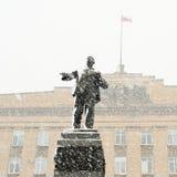 列宁纪念碑在奥勒尔号,降雪的俄罗斯 免版税库存图片