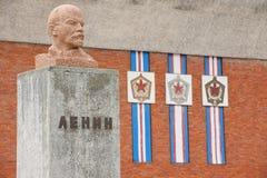 列宁胸象的外部被放弃的俄国北极解决的Pyramiden,挪威 免版税图库摄影