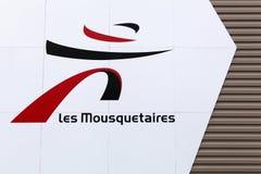 列斯在墙壁上的mousquetaires商标 库存照片