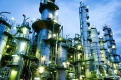 列石油化工厂塔 免版税库存图片