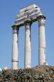 列被破坏的柱子罗马 图库摄影