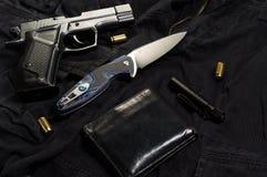 创伤手枪和弹药筒 自卫的武器 免版税图库摄影