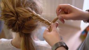 创造一种美好的发型 影视素材