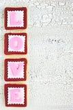 创造在白色老木backgrou的自创曲奇饼词爱 免版税库存图片