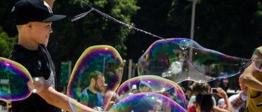 创造大泡影 免版税库存图片
