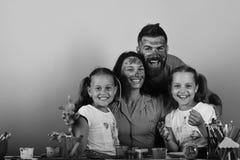 创造性和家庭观念 父母和孩子 免版税库存图片