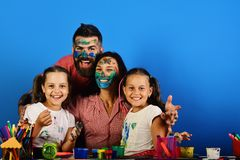 创造性和家庭观念 父母和孩子 库存照片