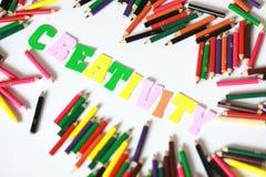 创造性字符,色的学校用品在疏散的秋天书写,隔绝 免版税库存图片