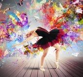 创造性的五颜六色的舞蹈家 免版税库存图片