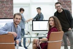 创造性的企业队在一个工作场所在办公室 免版税库存照片