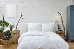 创造性的卧室在演播室顶楼 免版税库存照片