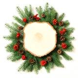 创造性的布局由圣诞树制成分支与木锯作为在白色背景的空白 顶视图 库存图片