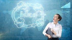 创造性的想法概念,拿着在演播室的女实业家公文包在想法组织系统图附近绘了背景 图库摄影