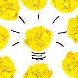创造性的概念 黄灯电灯泡被弄皱的由黄色, pap制成 免版税图库摄影