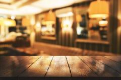 创造性的模糊的餐馆背景 免版税库存照片