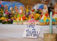 创造性的浮动蜡烛在节日LOY KRATHONG的待售在泰国 图库摄影