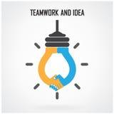 创造性的电灯泡想法和握手签字,配合和想法c 库存照片