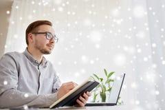 创造性的男性工作者或商人与笔记本 免版税库存照片
