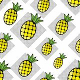 创造性的背景用手拉的菠萝果子和圆点样式 免版税库存照片