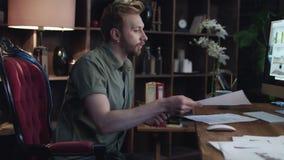 创造性的设计师读书企业项目在家庭办公室 设计员内部 股票视频